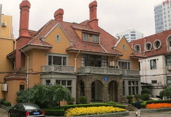 Jinjiang MetroPolo Hotel Classiq Shanghai Jing An Temple: Cool old house around the corner