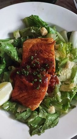 Hog's Breath Cafe: salad wise.... hottest ceasar ever.
