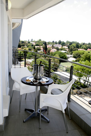 Genesis All-Suite Hotel: Balcony