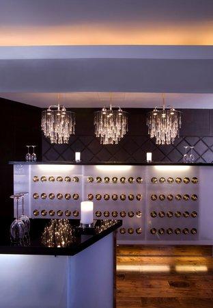 Le Classique: Champagne Bar