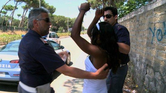 PinetaMare: Festnahme einer illegalen Prostituierten - Castel Volturno