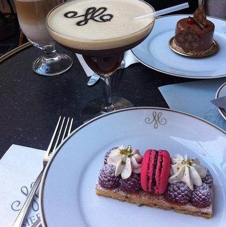 Meert Restaurant: Tartelette framboise et café frappé, Caraïbe au second plan
