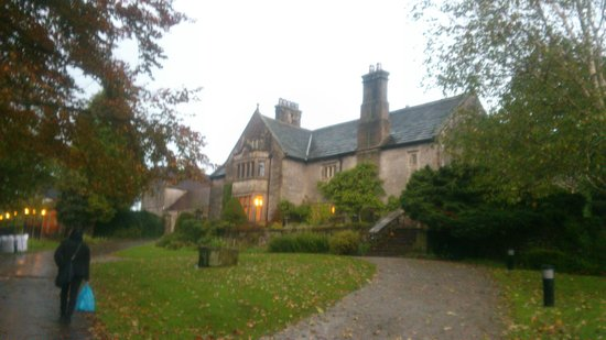 YHA Hartington Hall: Evening view of the hall