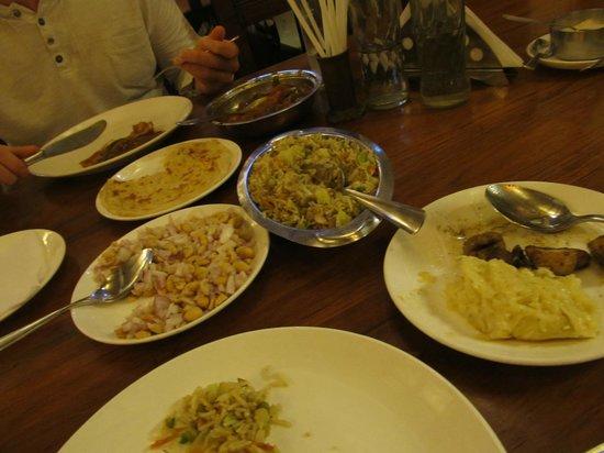 Ambadi : Erdnüsse, Kartoffelbrei, Pilze