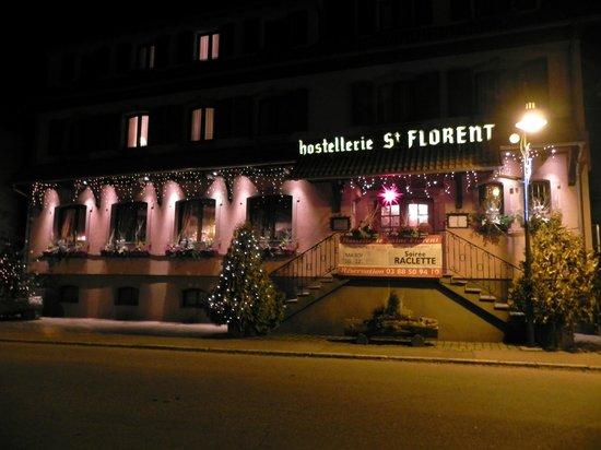 Hostellerie St Florent: Frontseite bei Nacht