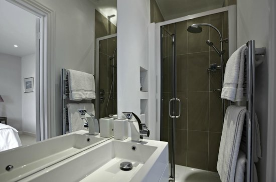Lynmouth House: Ensuite Shower Room