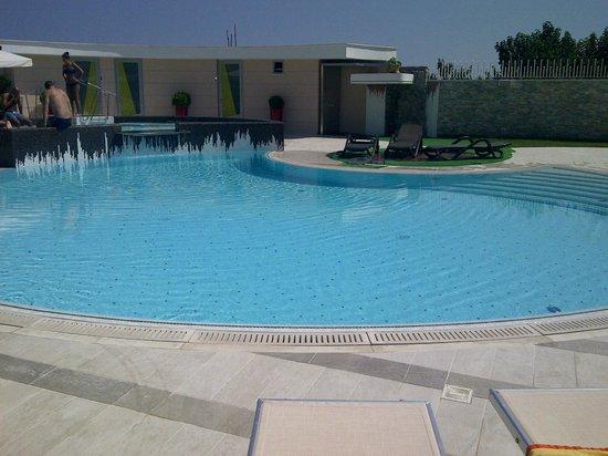 Hotel Le Rocce: A bordo piscina...