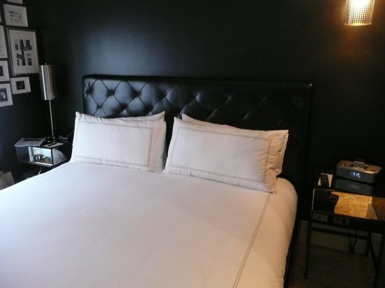 Duane Street Hotel: very large comfy bed