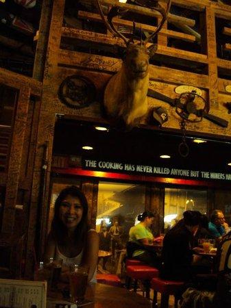 Red Dog Saloon: Muitos detalhes na decoração, tudo lindo!