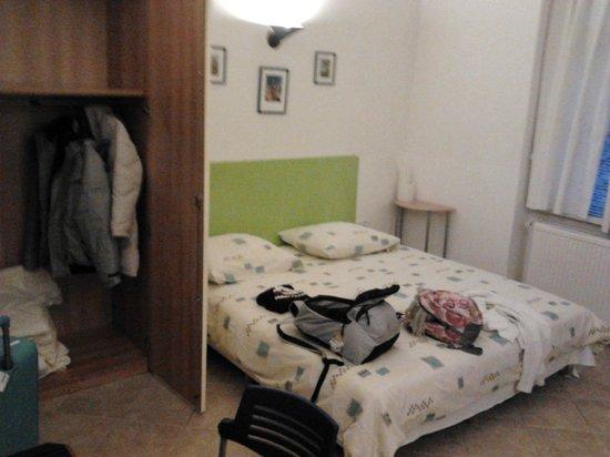 Residence V Tunich 14: Letto matrimoniale e ampio guardaroba