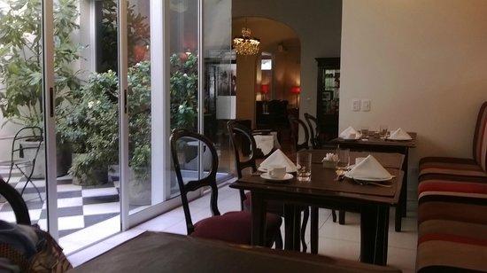 Magnolia Hotel Boutique: Hermoso el lugar donde desayunamos. Me acerqué a sentir el aroma de los jazmines!