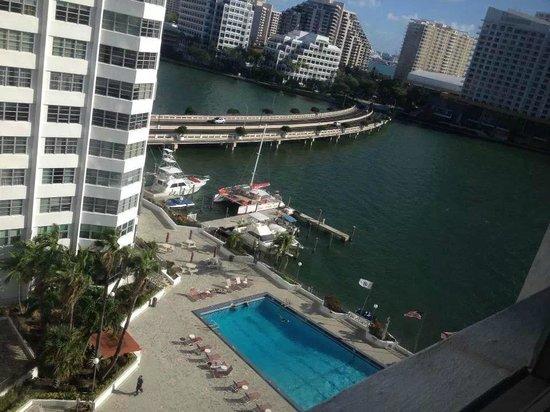 Four Ambassadors Suites Hotel: 11º Andar