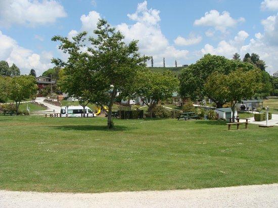 Waitomo Top 10 Holiday Park: Grounds 2