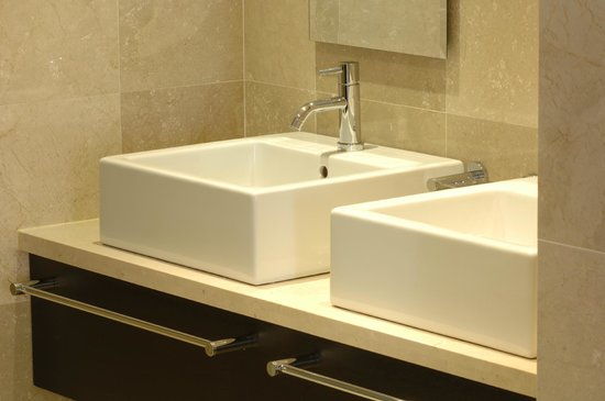 Urban Chic Boutique Hotel: Twin basins in our twin rooms