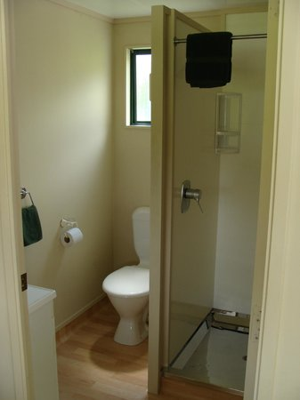 Waitomo Top 10 Holiday Park : Bathroom