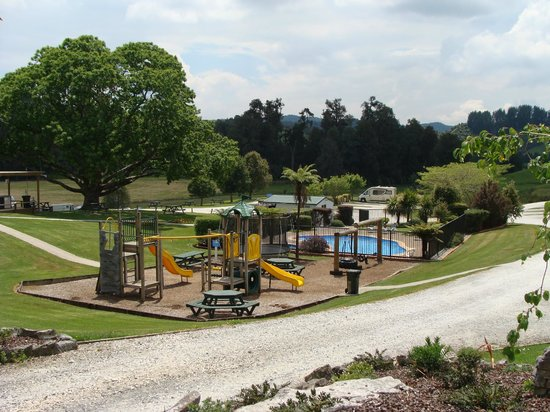Waitomo Top 10 Holiday Park : Grounds 3