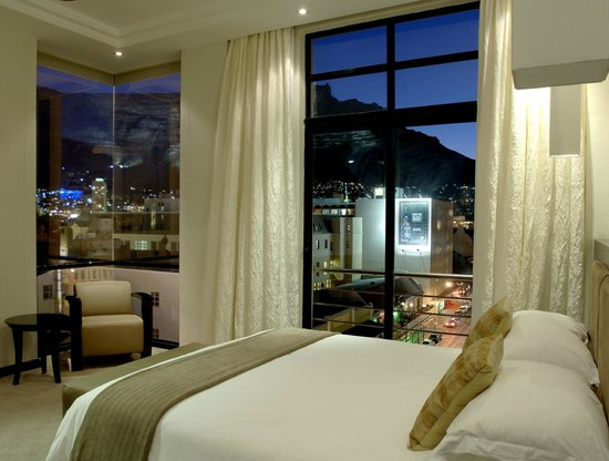 Urban Chic Boutique Hotel: Superior King Room at night