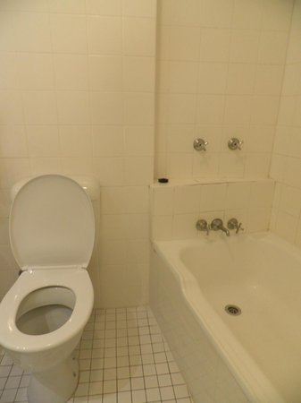 Metro Hotel Tower Mill On Wickham Terrace: Toilet & bath beside each other inside 1 bathroom