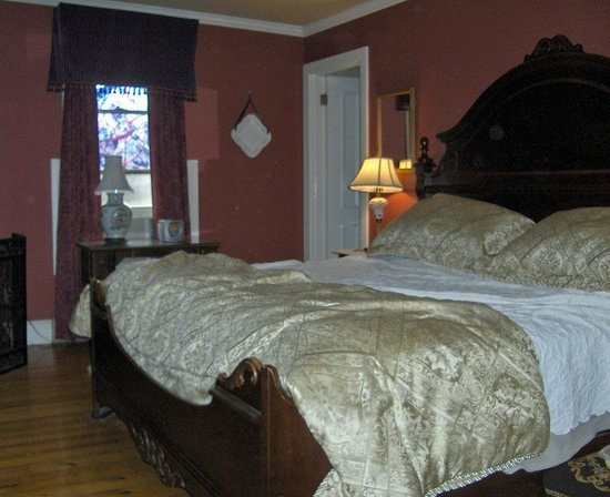 Victorian Ladies Inn: Leopold room