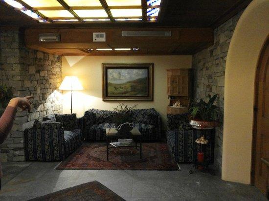 Rezia Hotel: Angolo relax negli spazi comuni