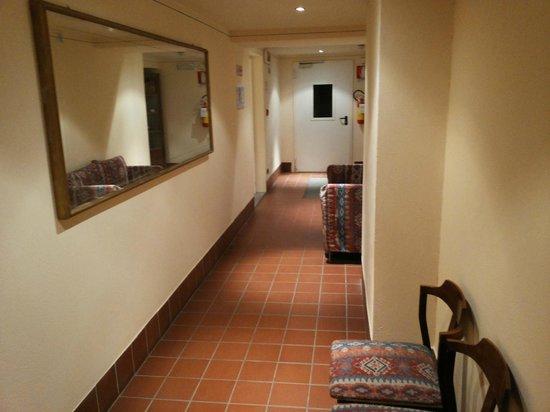 Rezia Hotel: Corridoio
