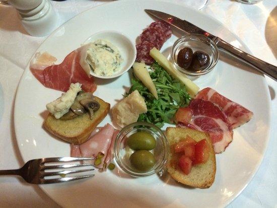 Ruffino Ristorante Italiano: Forrett - blandet antipasti