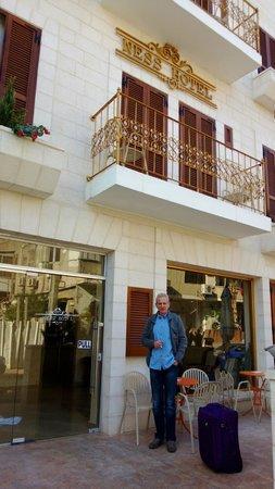 Hotel Ness Ziona: Фасад отеля