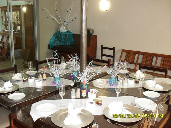 Cherry On Top Guest House : table in dining room