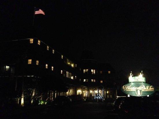 Henderson Park Inn: Just as beautiful at night!