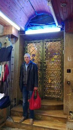 Hashimi Hotel: Это - двери отеля ))