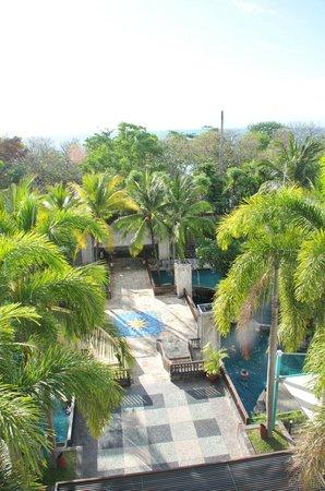 Kuta Paradiso Hotel: limited sea view