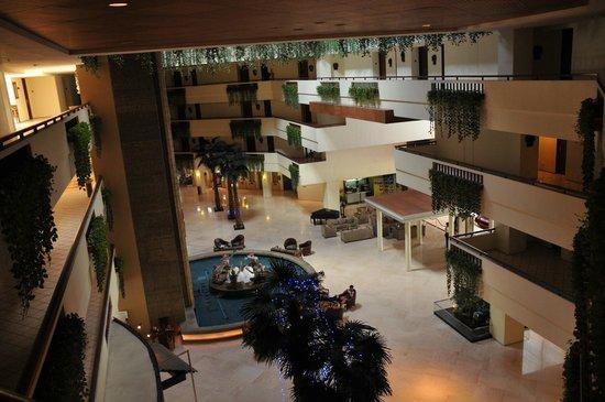 Kuta Paradiso Hotel: hote lobby, hot and stuffy
