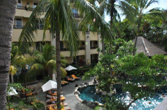 Kuta Paradiso Hotel: pool area