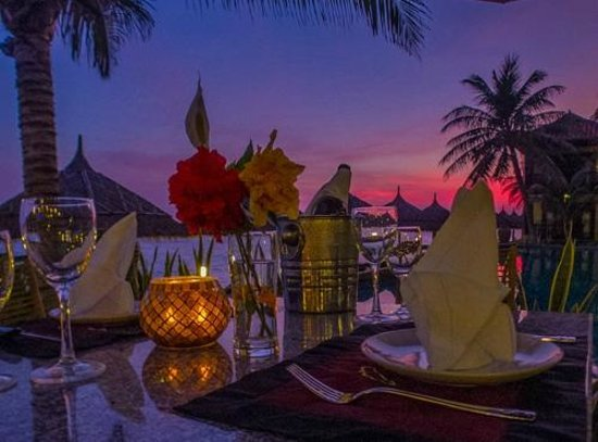 Lotus Village Resort: nice romantic dinner at sunset