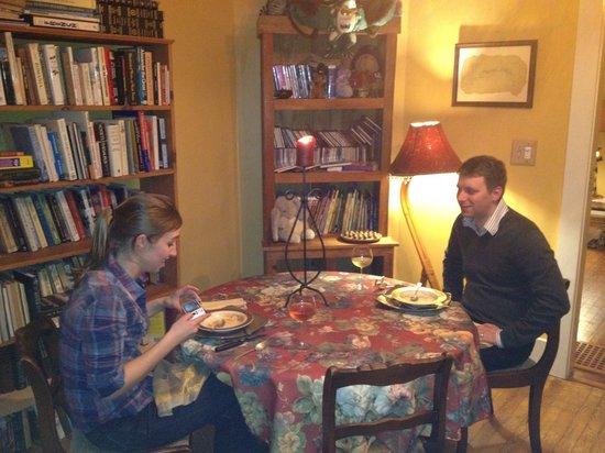 Jonesborough Bed and Breakfast: Happy Guests/ Gourmet Dinner