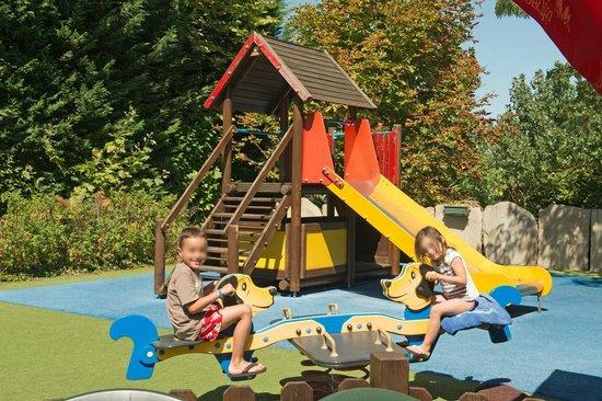 Aire de jeux pour enfants au camping Atlantica