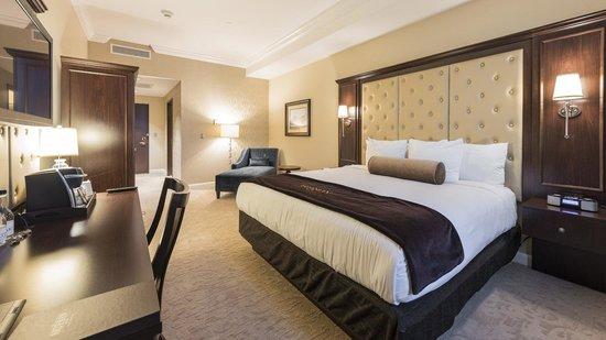 The Artesian Hotel, Casino & Spa: King Room