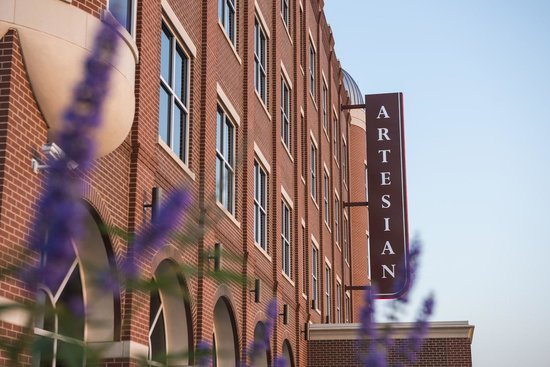 The Artesian Hotel, Casino & Spa: Hotel Exterior