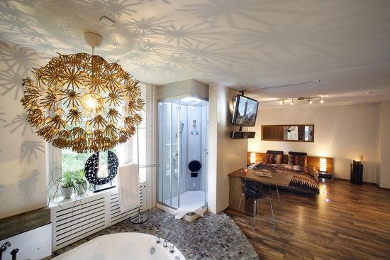 Hotel Krone: Festina lente mit Pool