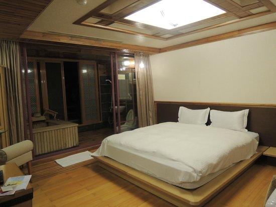 Sun Moon Bed& Breakfast: Comfortable bed