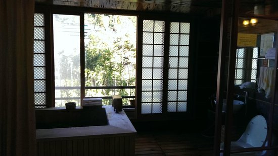Sun Moon Bed& Breakfast: screen can be opened