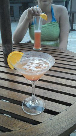 Hikka Tranz by Cinnamon: Sunset-Cocktail-Abend mit dem Barkeeper Viraj.