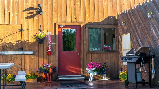 White Moose Lodge: Office