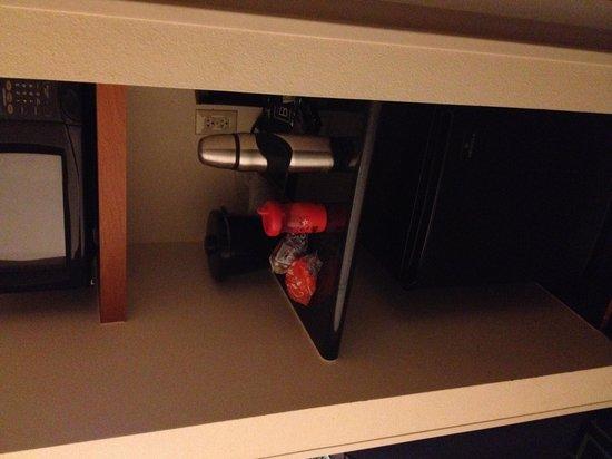 Fairfield Inn & Suites Muskogee : Microwave and mini fridge