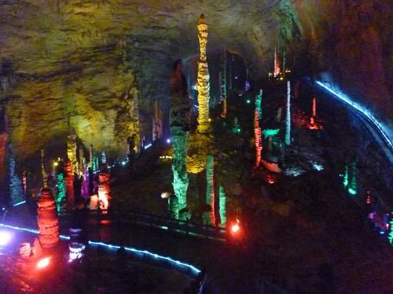 Yellow Dragon Cave: ภายในถ้ำมีความสวยงามมาก
