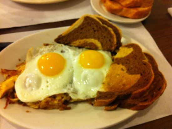 Yuni's Avenue Cafe: Chicken skillet with sunny side