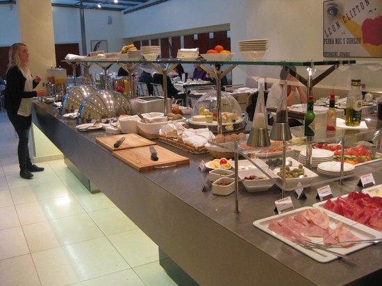 Maximilian Hotel : Yummy Breakfast Buffet