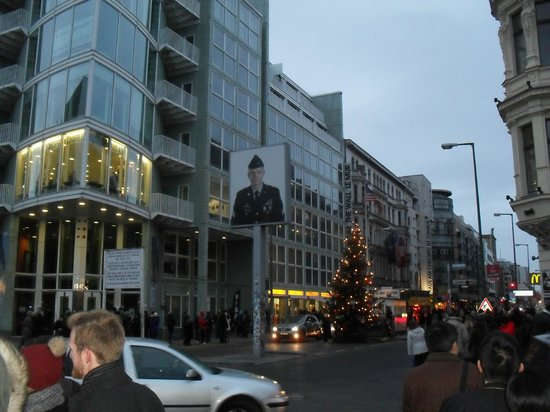 SANDEMANs NEW Europe - Berlin: Check-point Charly