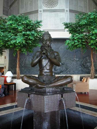 Royal Cliff Beach Hotel : Statue in the lobby