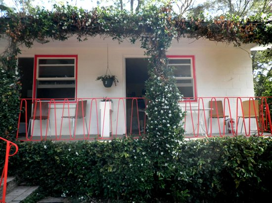 Tall Trees Motel: Outside view of the rooms